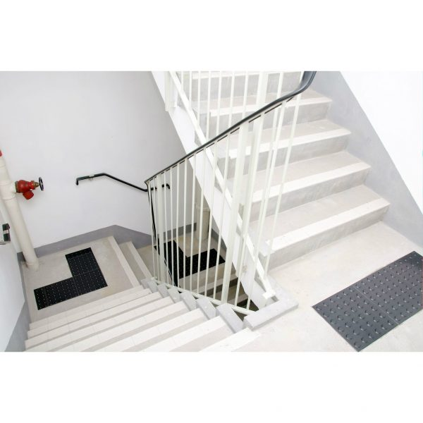 Women's Entry Stair Step